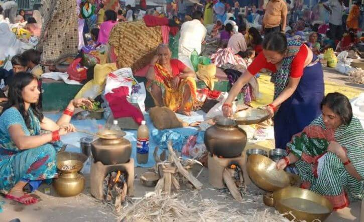This Muslim family makes oven for chath festival