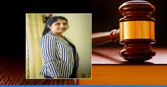 Shruti Seth gets 8 gold medal in law passing parade