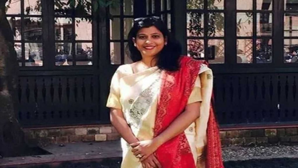 Success story of Doctor Nidhi Patel of becoming an IAS officer